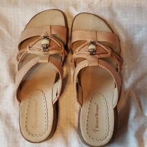 NWOT Super Cute Tan Bare Traps Sandals 9M